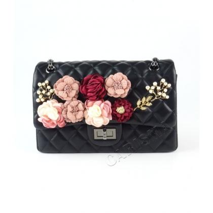 Черна чанта с капитониран дизайн