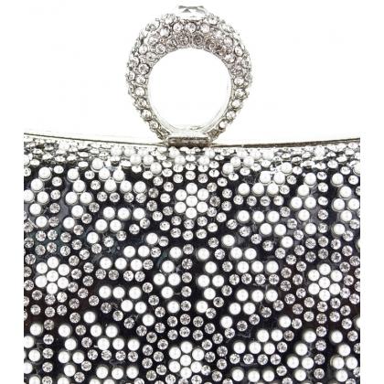 Черна чанта с камъни