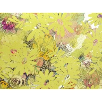 На жълти цветя