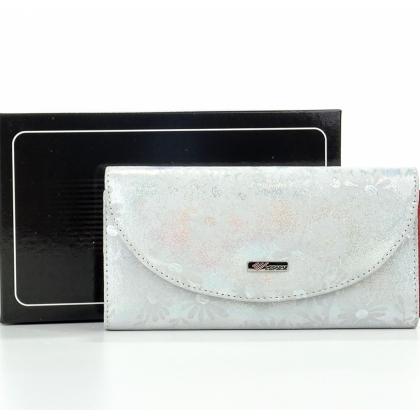 Кожено дамско портмоне с лазерна обработка в бяло и сребристи отенъци