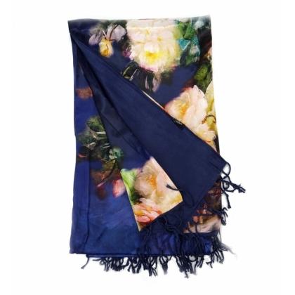 Тъмносин копринен шал
