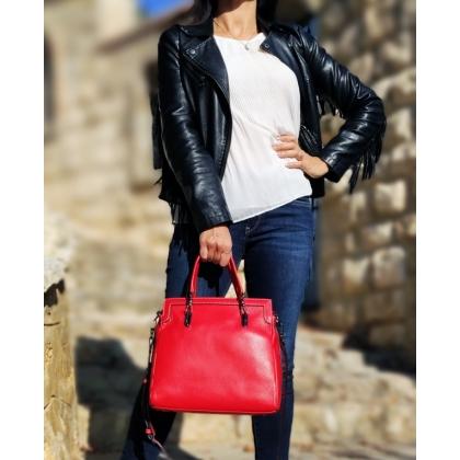 Червена чанта от естествена кожа