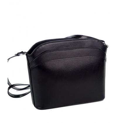 Чанта в черно от естествена кожа