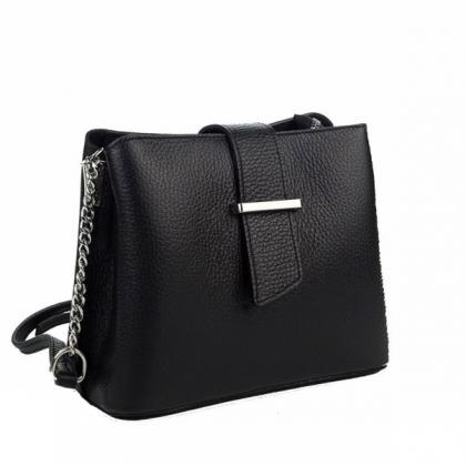 Малка кожена дамска чанта в черно