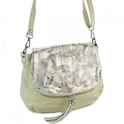 Бежова чанта с капак от естествена кожа 43-5