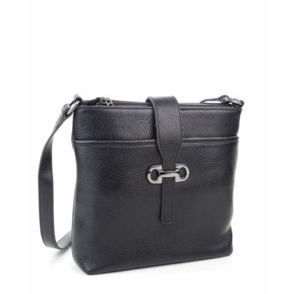 Черна чанта през рамо от естествена кожяа