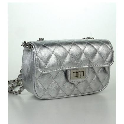 Малка кожена чанта в цвят сребро