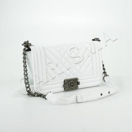 Чанта от естествена кожа с верига
