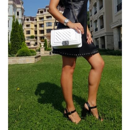Бяла кожена чанта