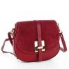 Чанта с капак от велур в бордо